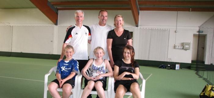 Urlaub und Tennis an der Ostsee. Ein tolle Tennisfamilie, alle haben Tennis gespielt und das sehr gut, Bild in der Tennishalle