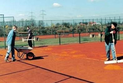 Tennisplatzpflege,Pflege der Tennisplätze im Frühjahr